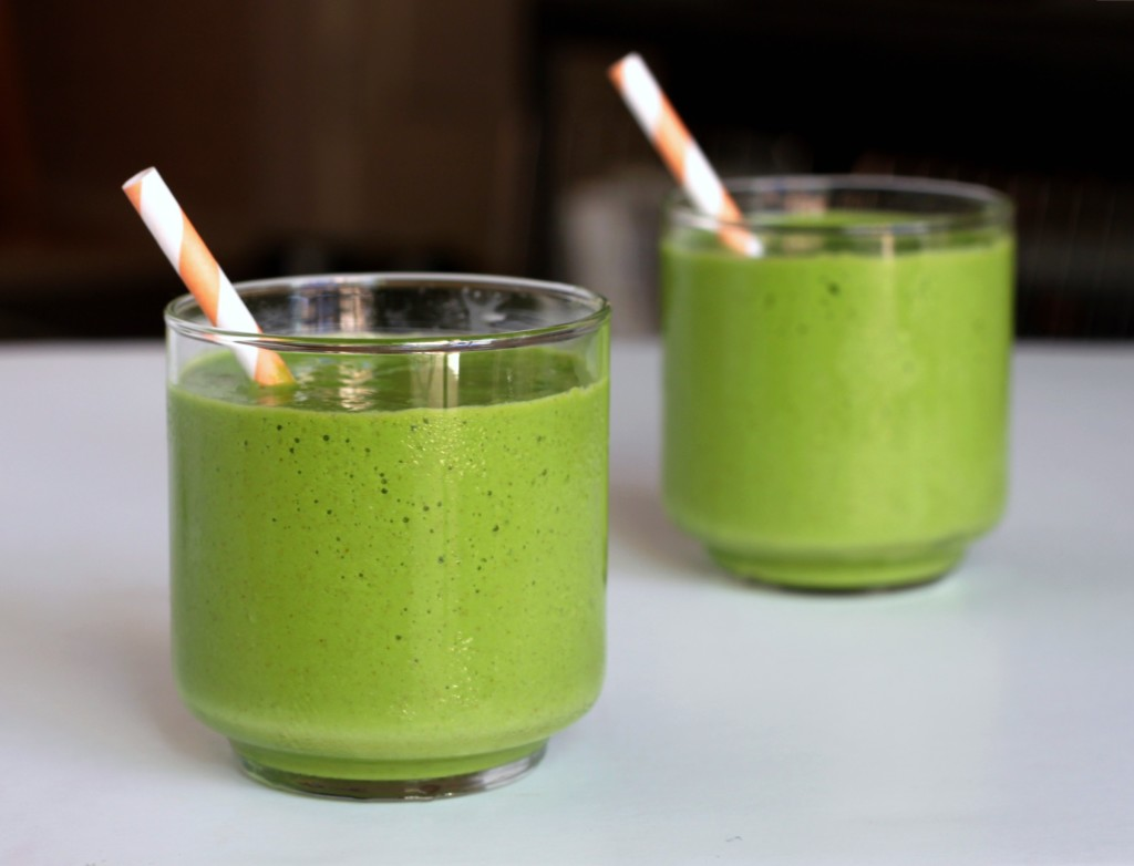 Tropical-green-smoothie-3